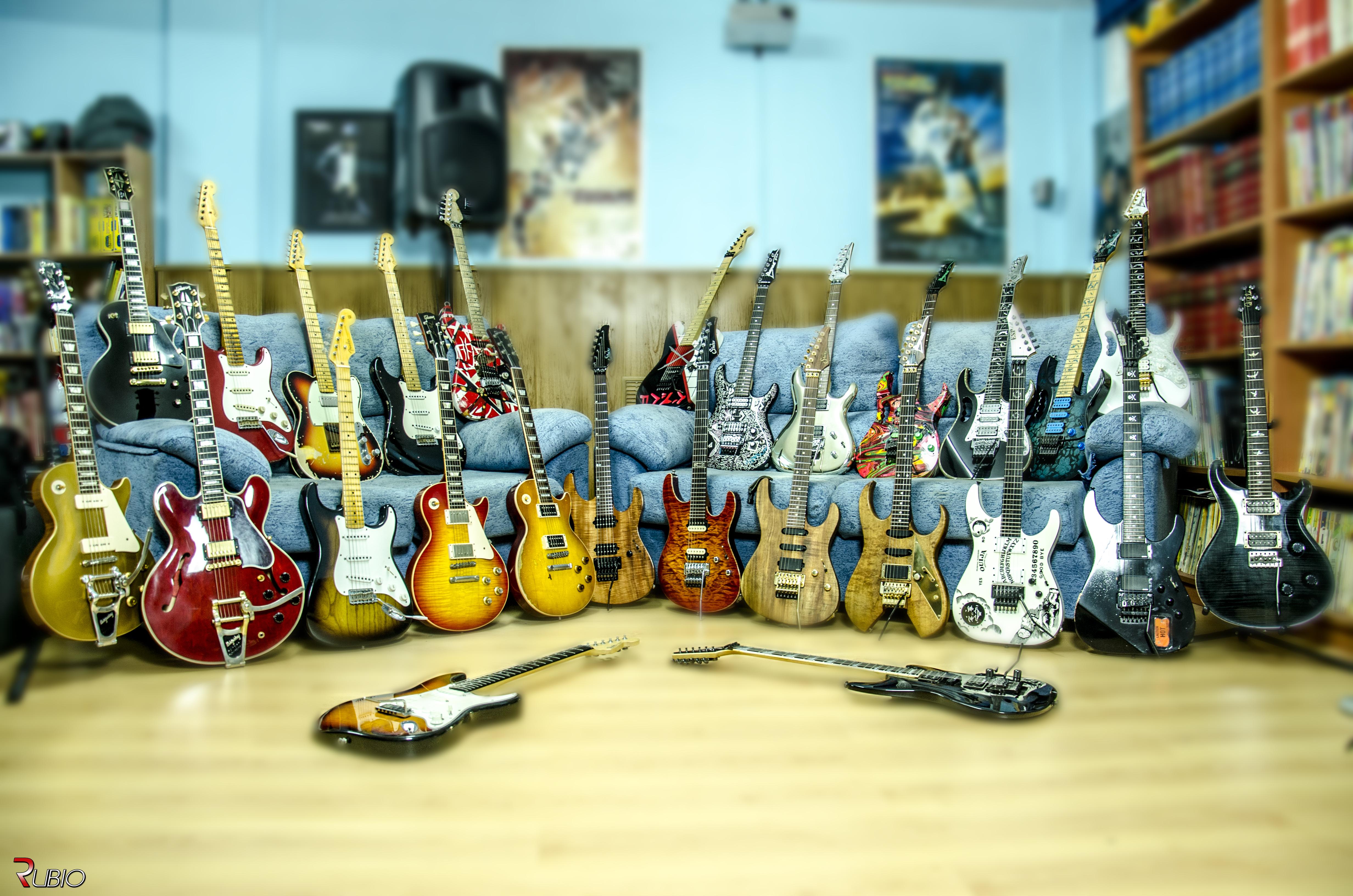 Coleccion-Guitarras-Sofa.jpg
